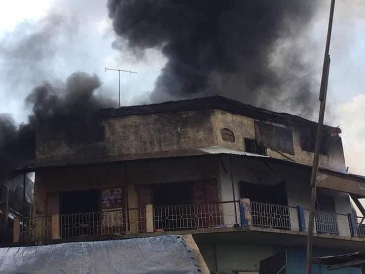 28b6bc9f9f4a4b108530fe0365102ad0?quality=uhq&resize=720 - Sad: Fire Razes Three-Storey Building At Aboabo Station & A Market Behind KNUST