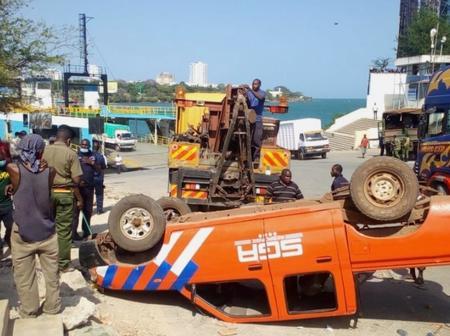Kenyans react over the overturning vehicles at Likoni.