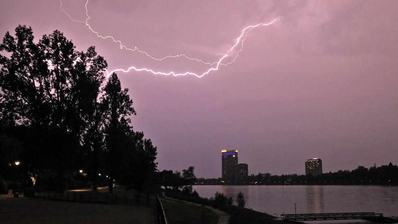 Bilder der Nacht: Gewitter und Unwetter über Bonn und der Region
