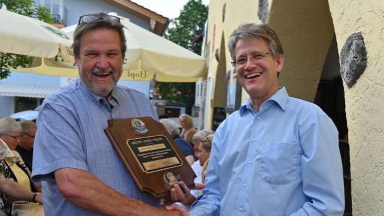 District-Governor verleiht Schlierseer Christoph Seidenfus höchste Lions-Auszeichnung