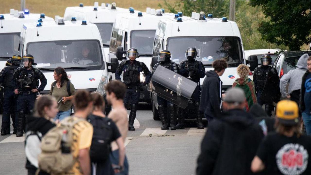 Rave-party en Bretagne : les forces de l'ordre avaient-elles le droit de détruire le matériel ?