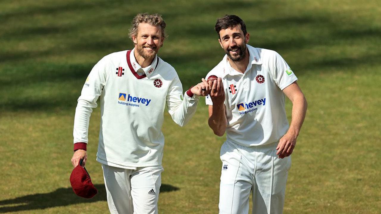Gareth Berg, Ben Sanderson claim five-fors to slice through Sussex