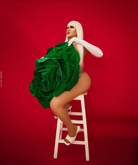 Toyin Lawani barely covers her naked body with a giant green flower to celebrate Nigeria
