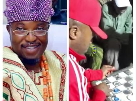 Reactions as Oba Telu comes out of the palace playing Draught game with his subject, Who won (Video)