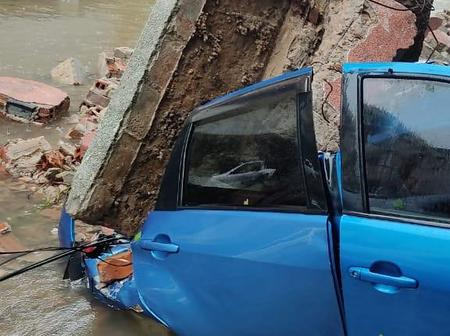 Is the End of the world ? : Cars drown in water in Mozambique and many are losing their lives