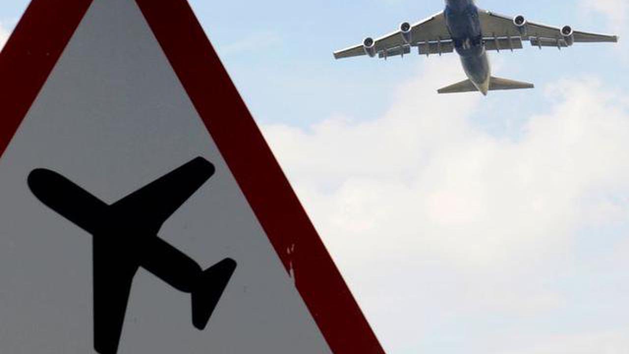 Last flight from India before hotel quarantine arrives in UK