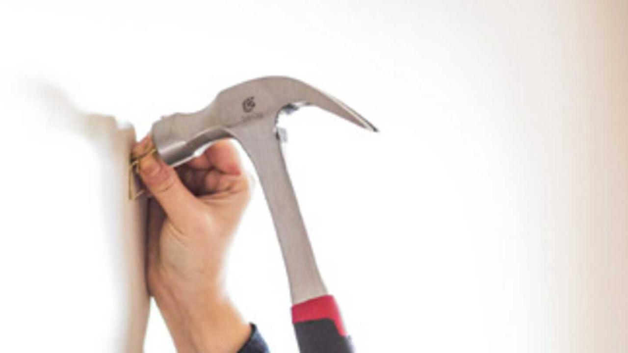 Woman smashes windscreen with hammer over $3k debt