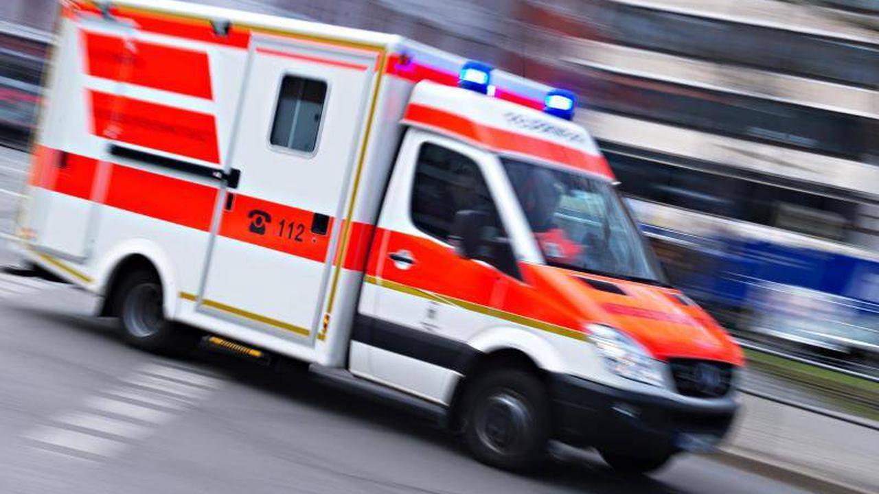 NRW: Radfahrerin von Lastwagen mehrere Meter mitgeschleift