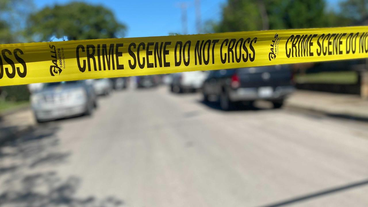 Man found shot in the head lying in Fort Worth street, police say