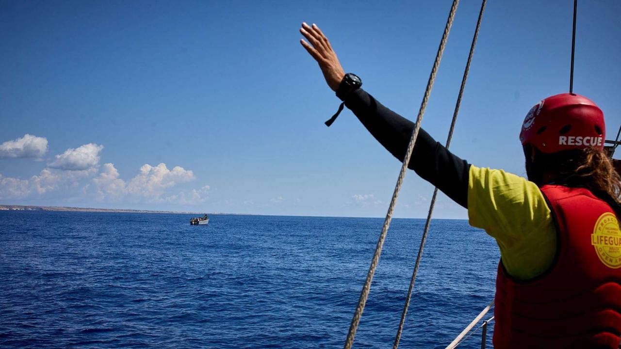 Mehr als 500 Migranten landen auf Lampedusa   Politik