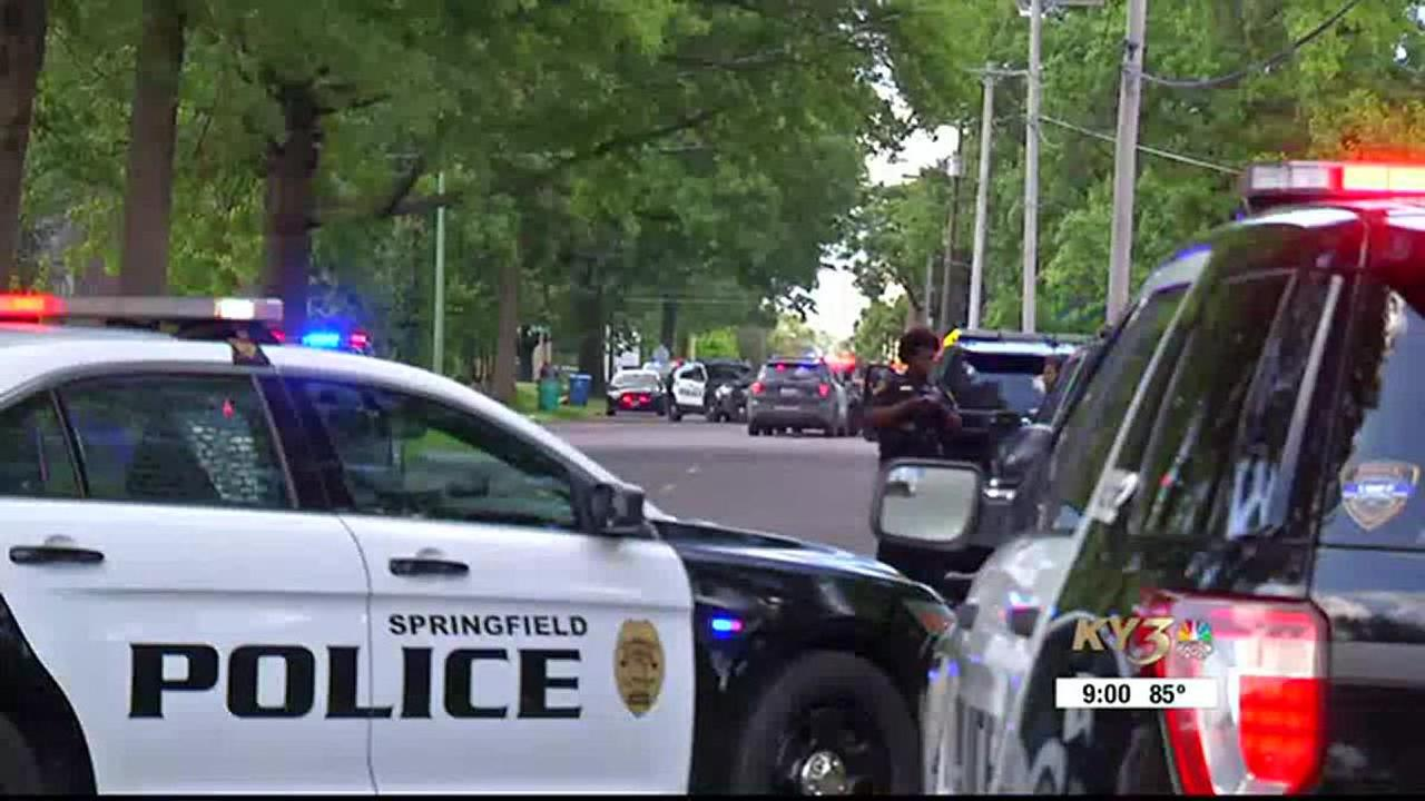 Police searching for shooter in in north Springfield shooting