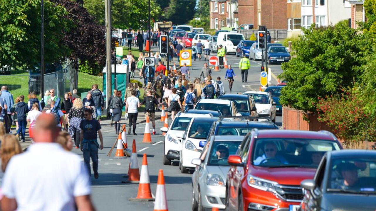 ILLEGAL TAXIS: WARNINGS FOR ISLANDERS OFFERING LIFTS TO FESTIVAL GOERS