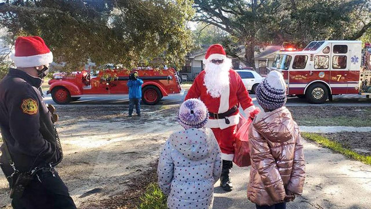 Fort Walton Beach Firefighters bring Christmas toys, cheer