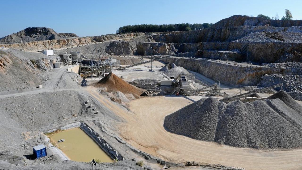 Branche blickt auf Briloner Steinbruch