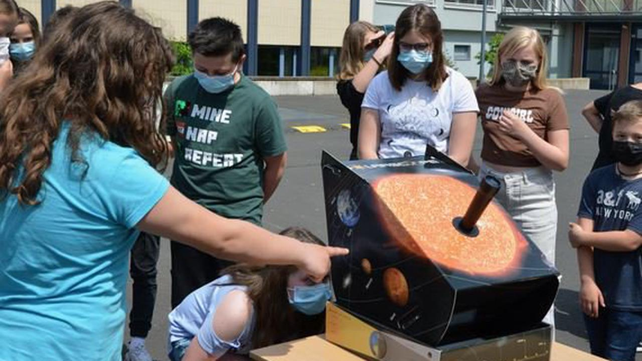 Lauterbacher Schüler beobachten partielle Sonnenfinsternis