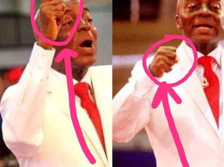 Two Things You All Never Noticed About Bishop David Oyedepo Whenever He's Preaching