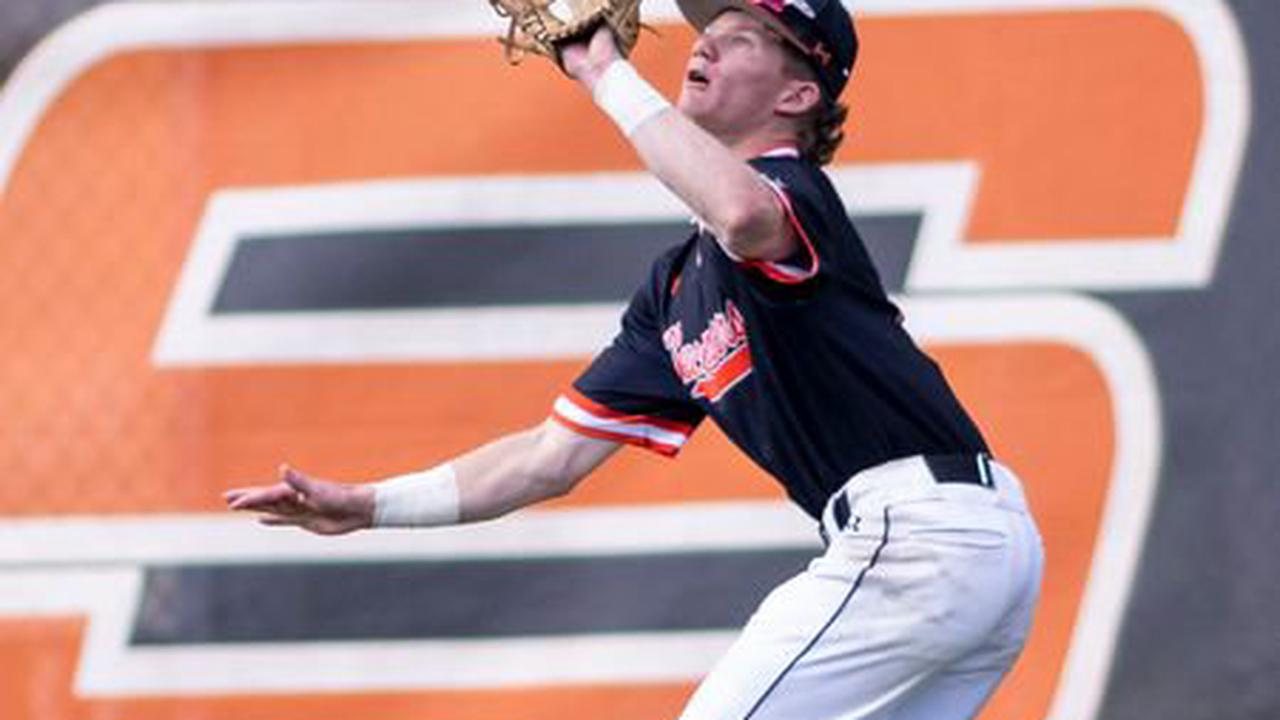 Hoover splits semifinal doubleheader with No. 3 Florence