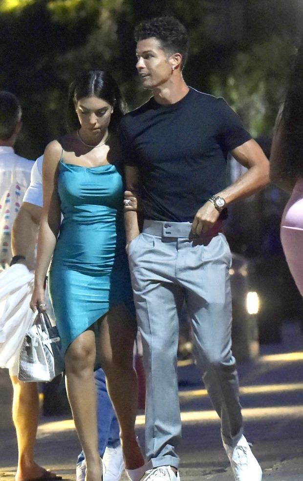 , Cristiano Ronaldo and Georgina Rodriguez Enjoy Romantic Dinner With Friends in Portofino (photos)