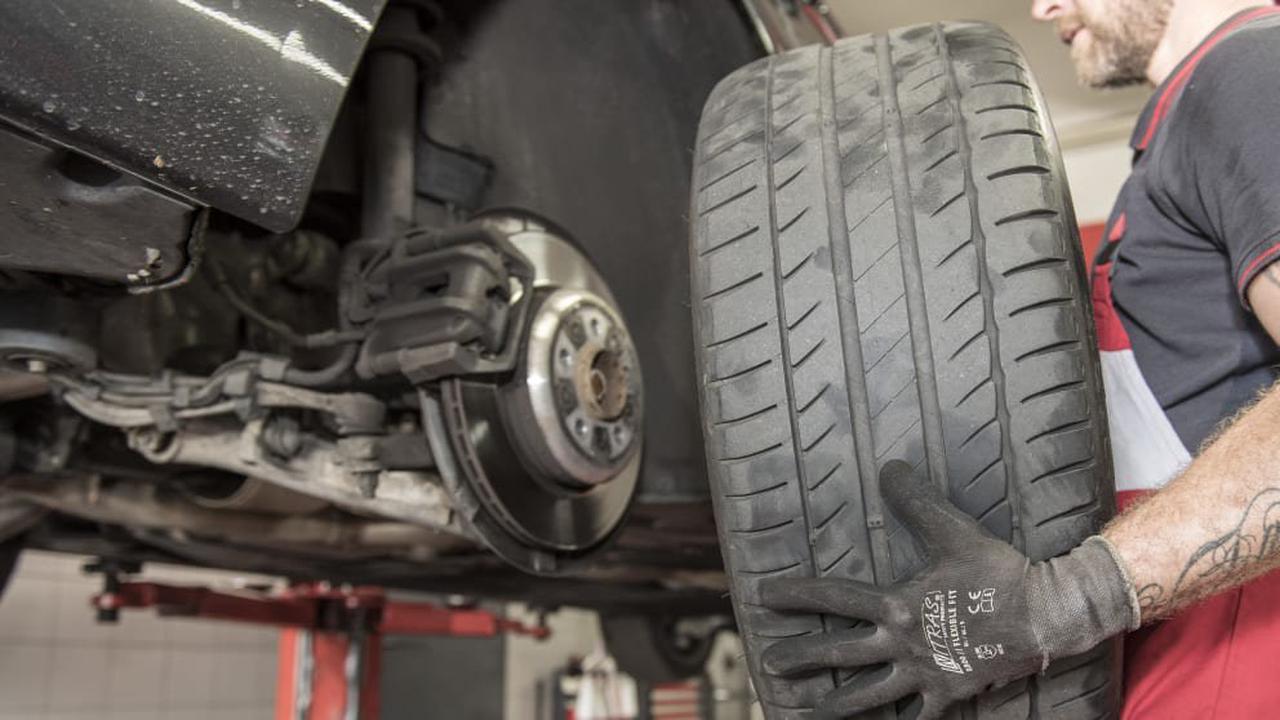 Wagenheber Abgerutscht Mann stirbt bei Reifenwechsel an einer Arbeitsmaschine