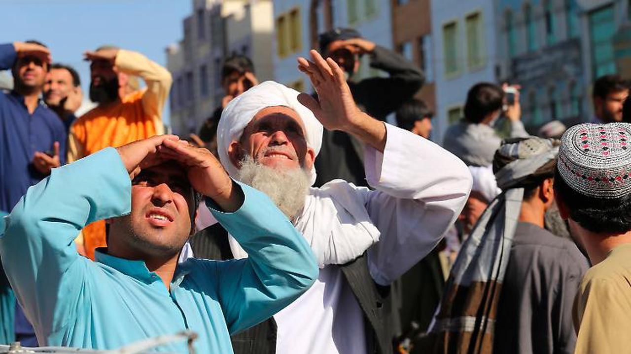 Öffentliche Bestrafung: Taliban hängen Leichen von Entführern auf