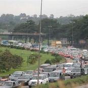 """Société : """"toutes"""" les voitures sont garées sur la voie Yopougon-Adjamé, que se passe-t-il ?"""