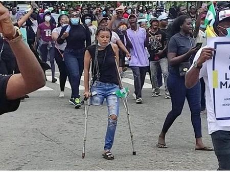How #EndSARS Protesters raised over 3 million and counting for lady with one limb.