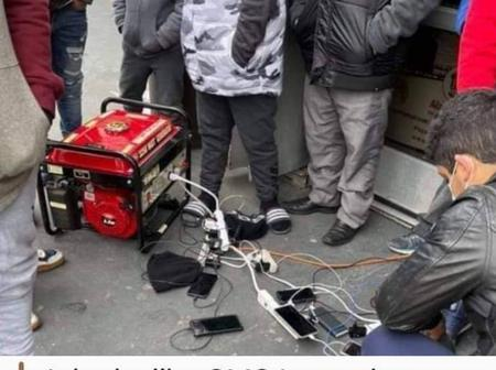 Picture Of US Citizens On Que To Charge Phones With Generator For $3 Sparks Reactions