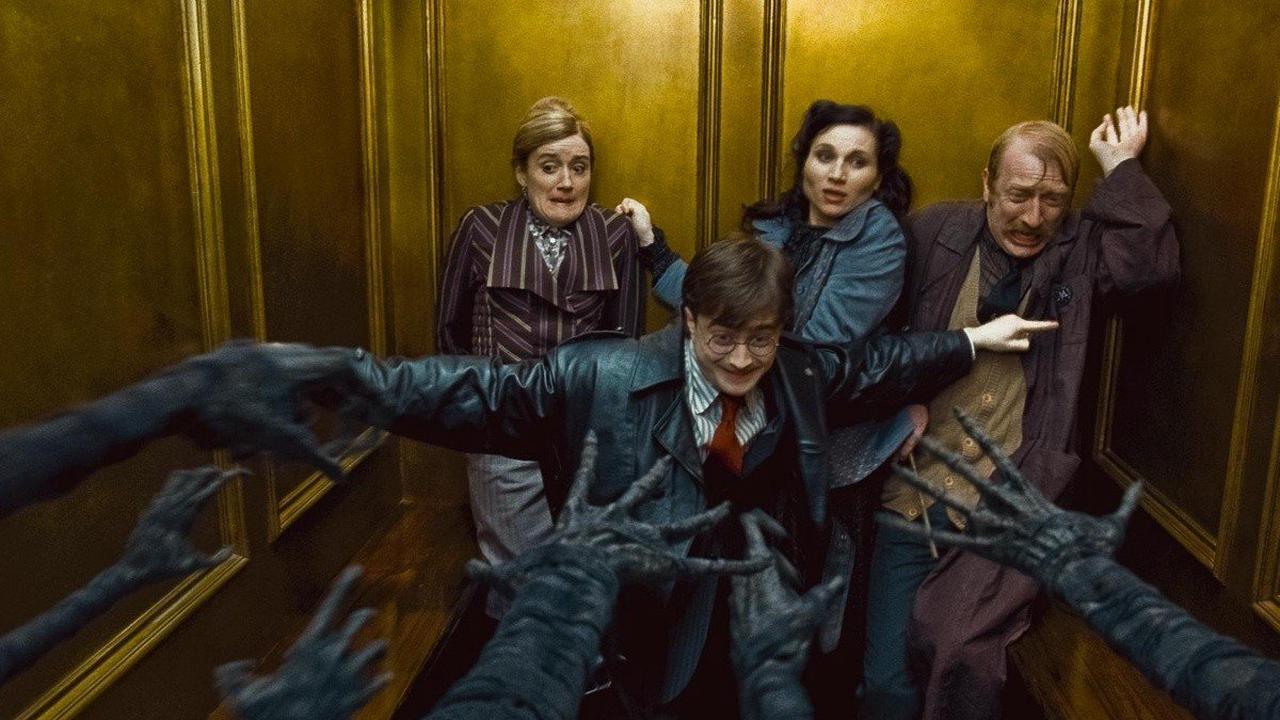 """""""Harry Potter"""" détourné avec des armes remplaçant les baguettes"""
