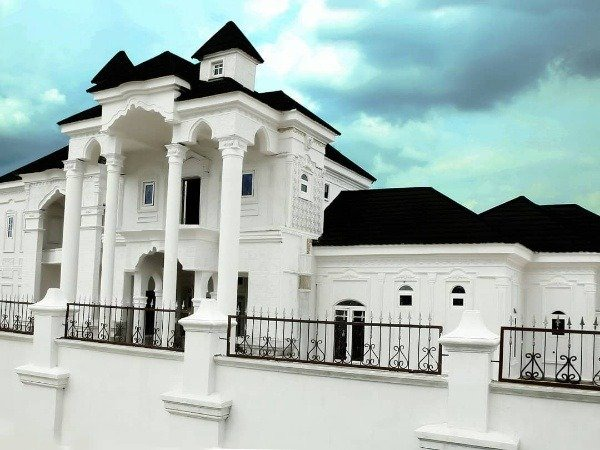 i-go-dye-mansion-isolation-center-car-collection