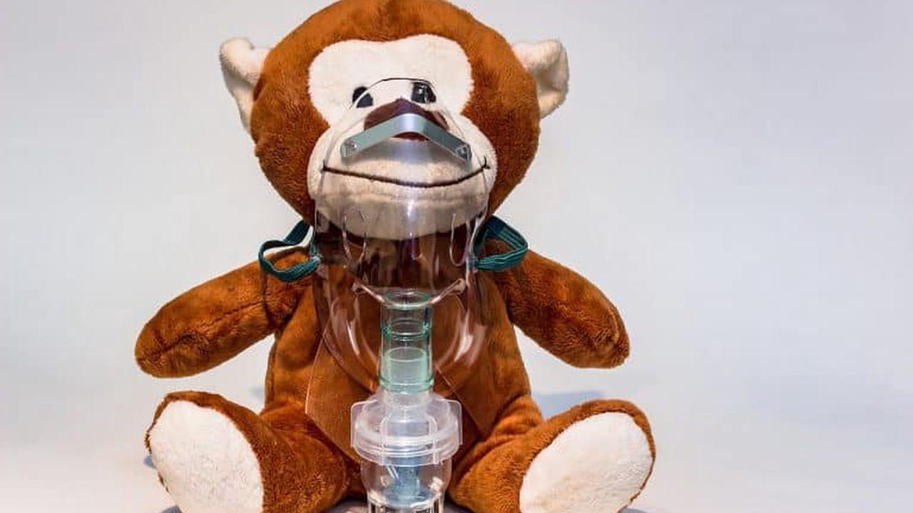 Vorsicht, wenn Kinder inhalieren! Vernebler eignen sich für Kinder besser als heißes Wasser