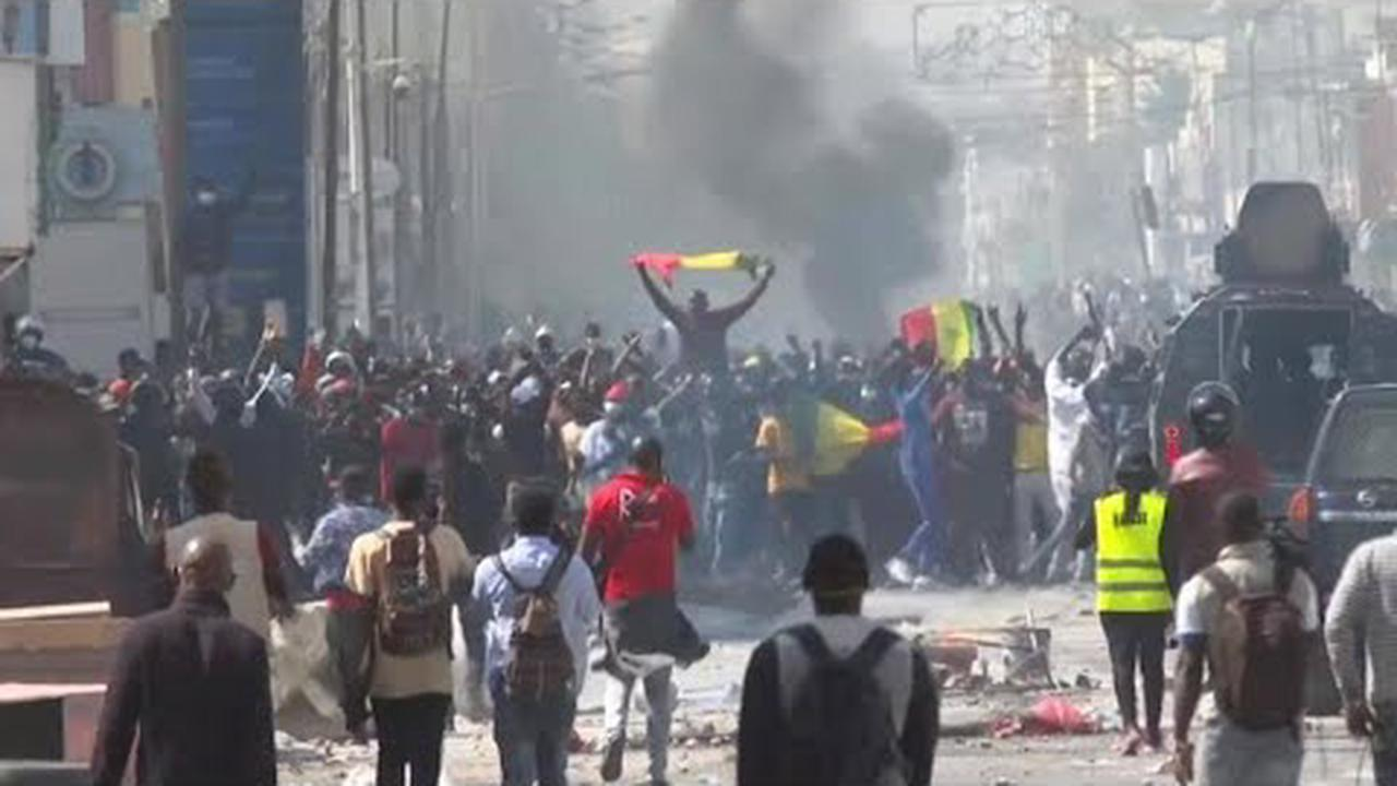 Violent clashes in Senegal after opposition leader held in custody