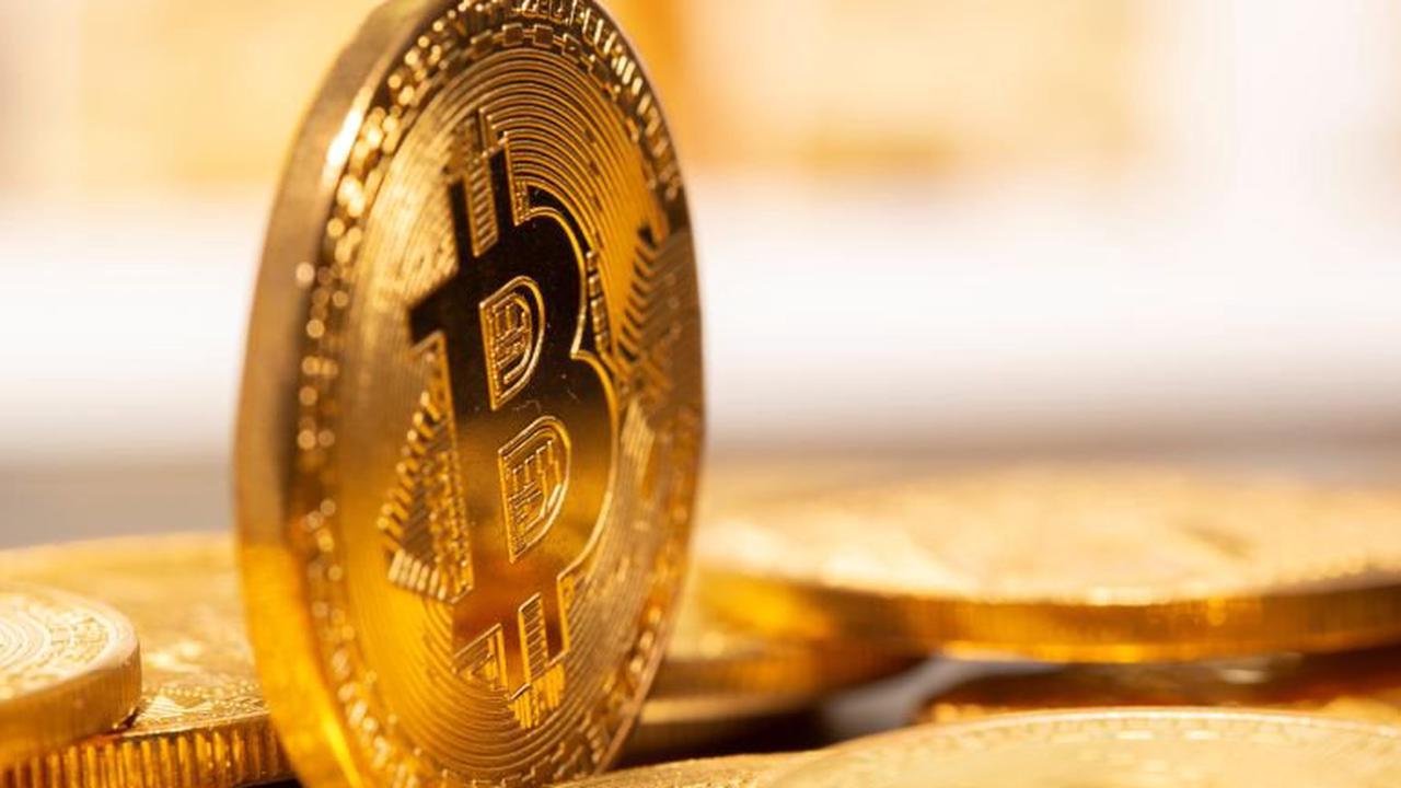 Bitcoin flirts with all-time high ahead of Coinbase listing