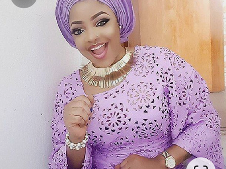Mothers, Look Fabulous With These Classy Lace Styles (Photos)