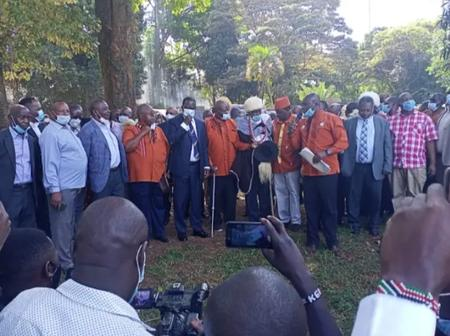A Day After Burma Market Drama, Raila Meets Kikuyu Elders For Special Prayers