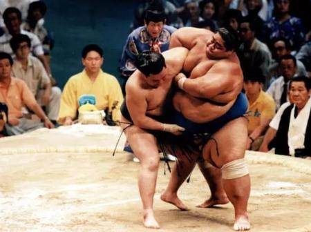 Take A Look At The Largest Athletes In Sports History [See Pictures]