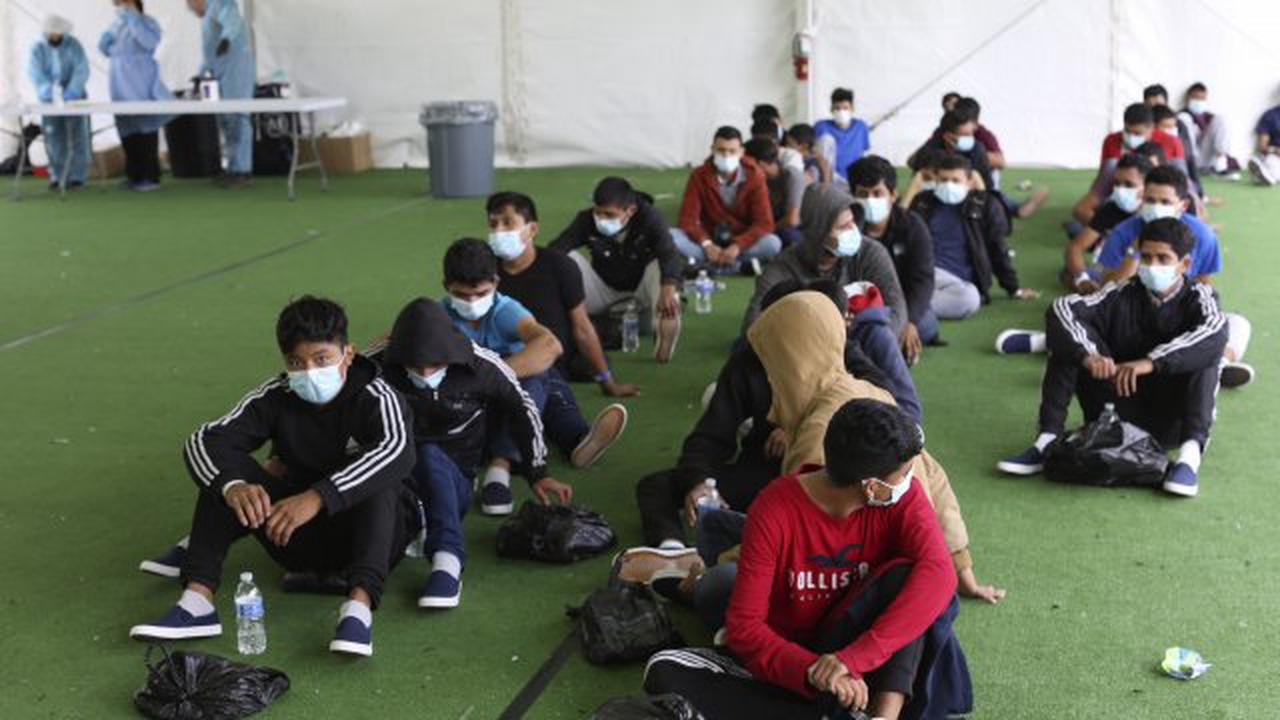 Critics say unaccompanied migrant children being packed into unlicensed shelters