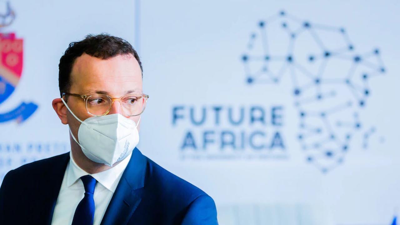 Corona-Pandemie: Spahn nach Bericht über minderwertige Masken in der Kritik