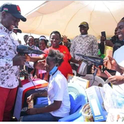 Ruto Blow Dries A Lady In Meru County [Photos]