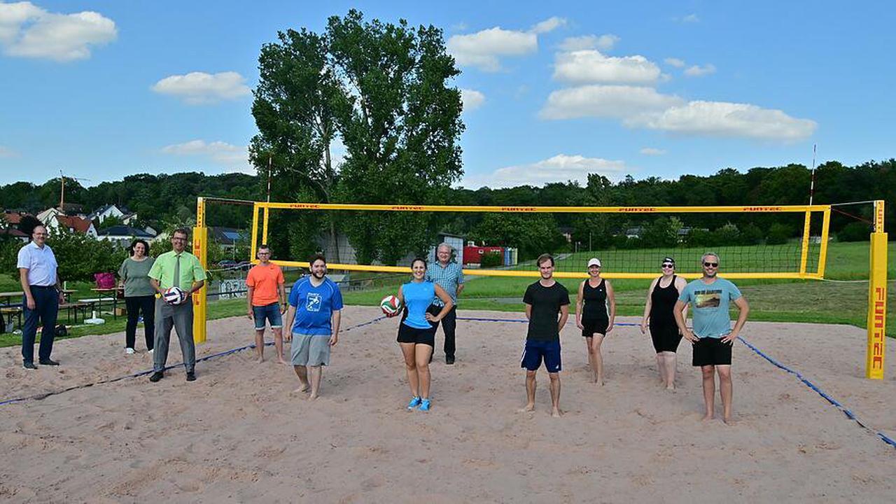 Die 'Beacher' haben jetzt auch einen Beachvolleyballplatz