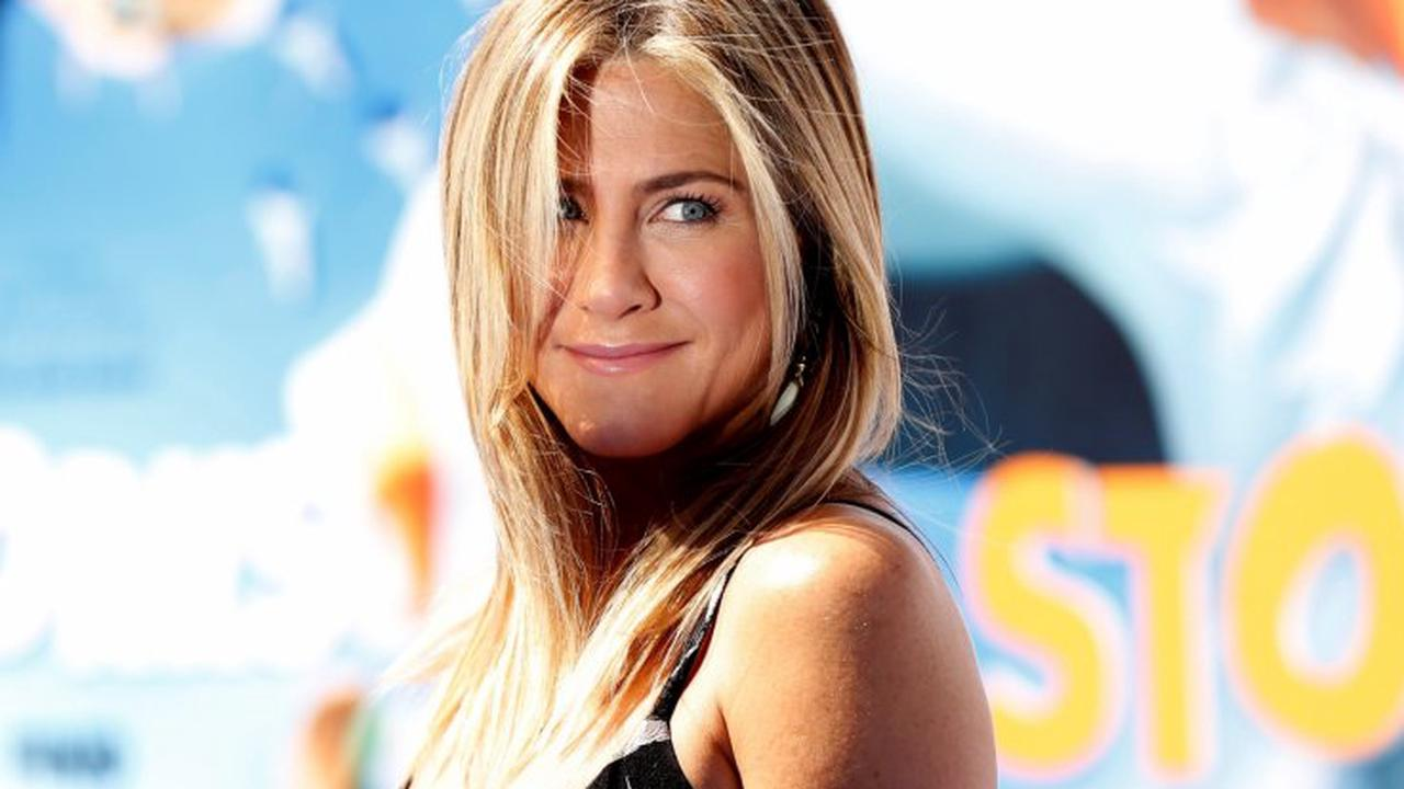 Jennifer Aniston says she has cut out people in her 'weekly routine' over COVID-19 vaccine