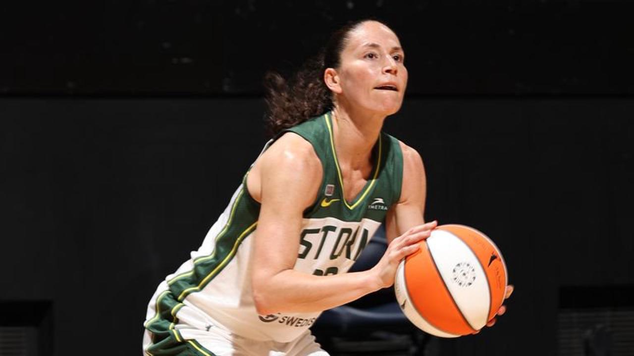 Sue Bird and Diana Taurasi named in the US women's basketball team for a fifth Olympics