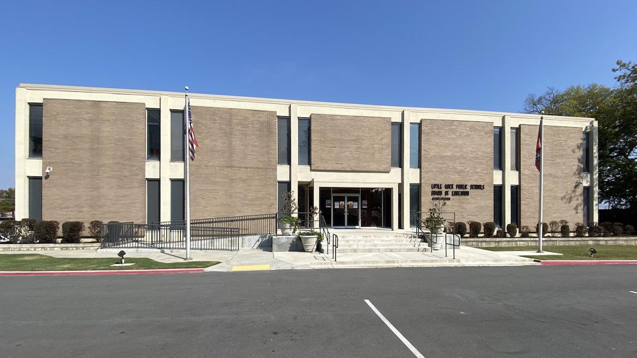 W'Burg board approves academy for synchronous learning