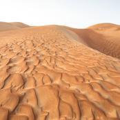 حارس أمن يغرق في الرمال المتحركة بهذه المحافظة ولم يستطع زملاؤه إنقاذه.. ومواطنون: