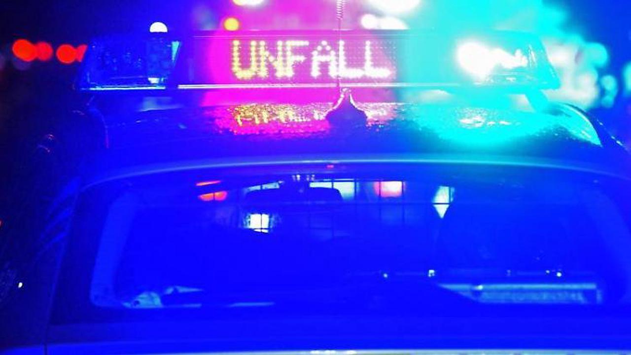 Auto rutscht Böschung hinunter: Fahrer verletzt