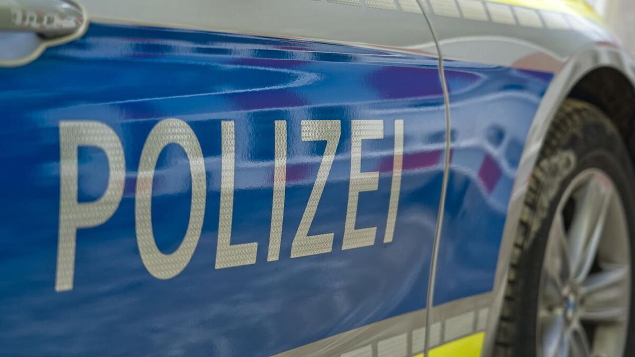 Auffahrunfall auf der Autobahn: Sieben Autos krachen auf der A7 bei Illertissen ineinander - Neu-Ulm