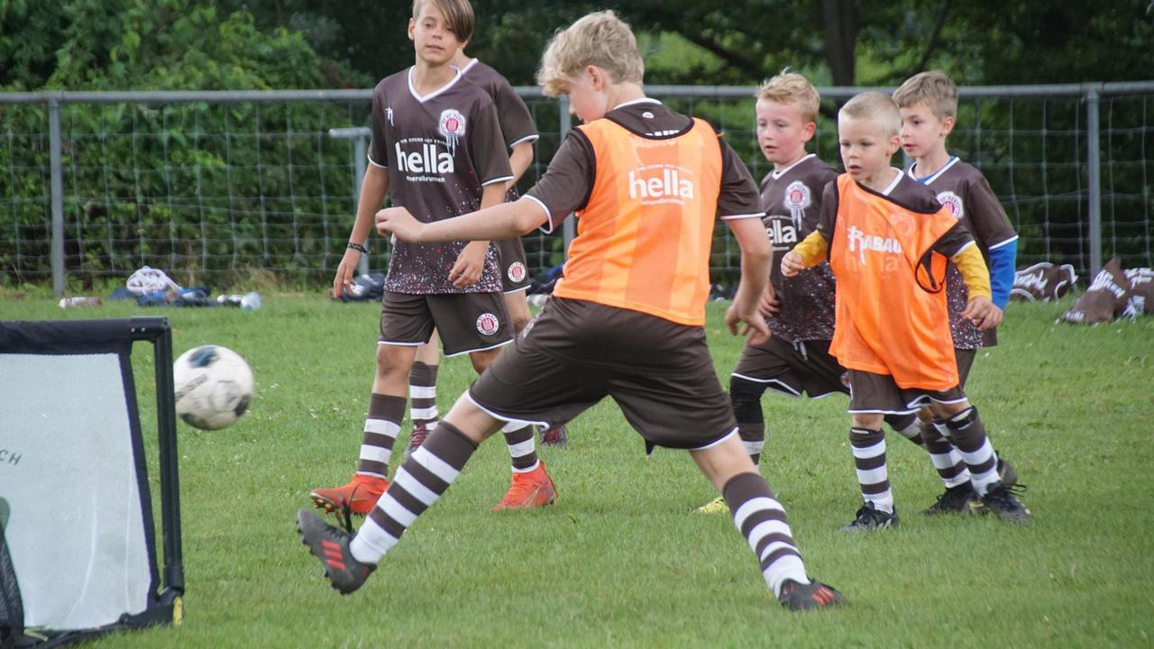 Fußballcamp des FC St. Pauli zu Gast in Neuenbürg-Waldrennach
