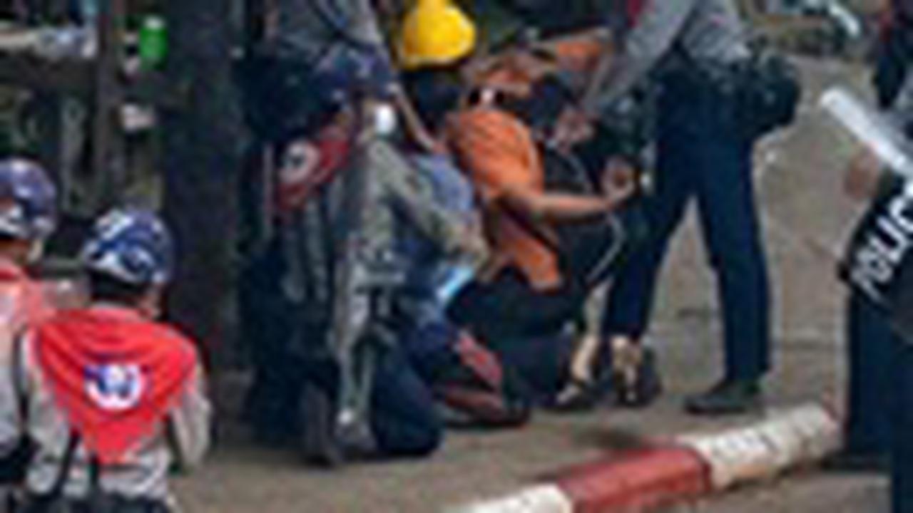 BIRMANIE Huit manifestants tués