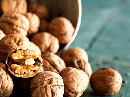 8 Health Benefits Of Walnuts, According To A Nutritionist