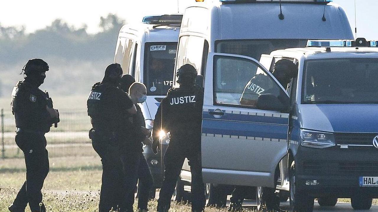 Rechtsterror in Deutschland – Polizistin schreibt heimlich Briefe an Attentäter von Halle