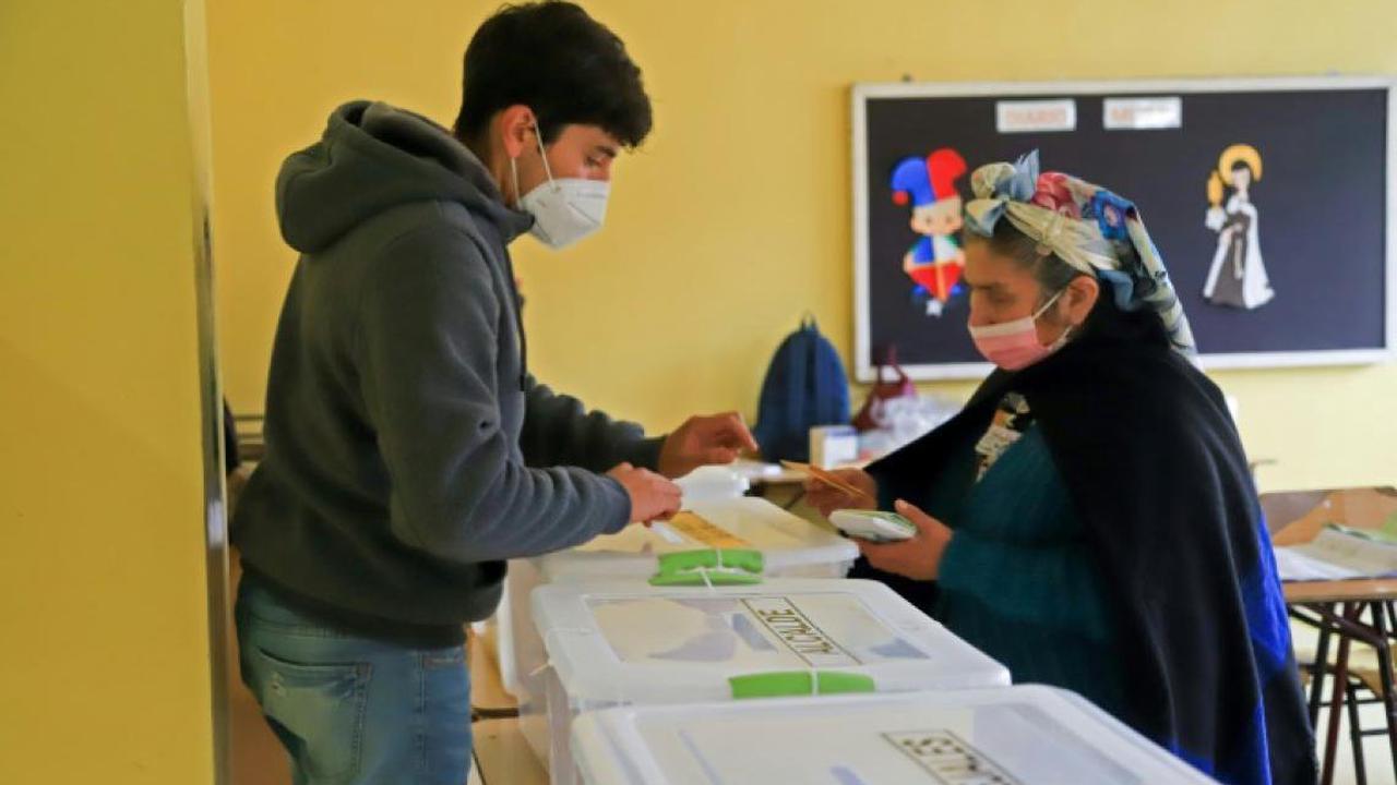 Chili: les rédacteurs de la nouvelle Constitution élus dimanche